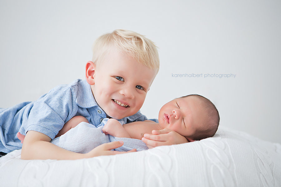newborn siblings white blue